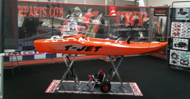 Motore canoa la cura dello yacht - Tavola da surf con motore ...